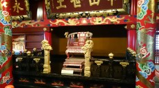 Inside the Seiden, there is the throne, where the king would welcome foreign officials and other political decissions would be made.