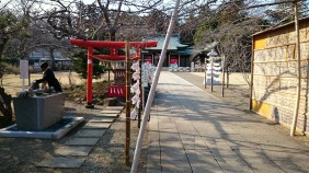 A very small shrine just behind the entrance gate.