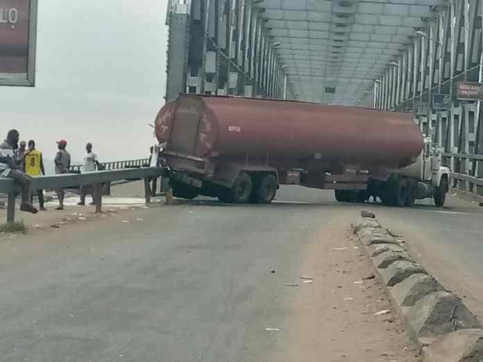 BREAKING: Tension as Petrol Tanker crashes at Niger Bridge, spills content 2