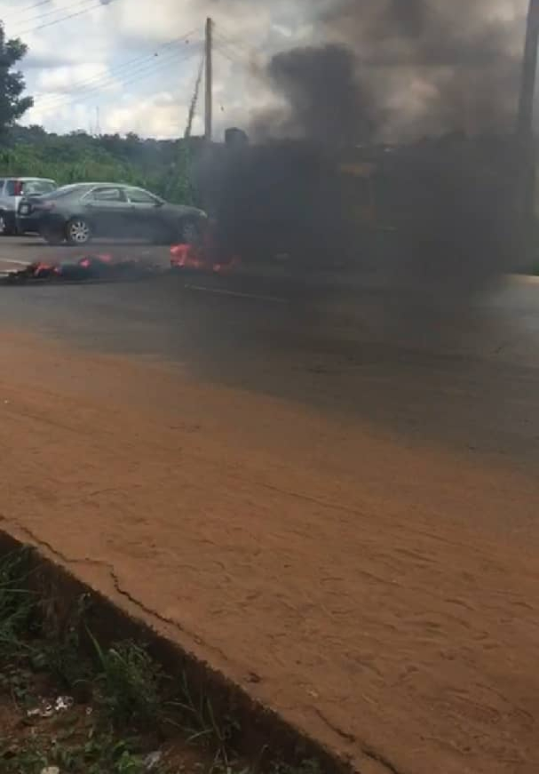 Curfew: Tension in Anambra as man crushed to death running away from Police 3