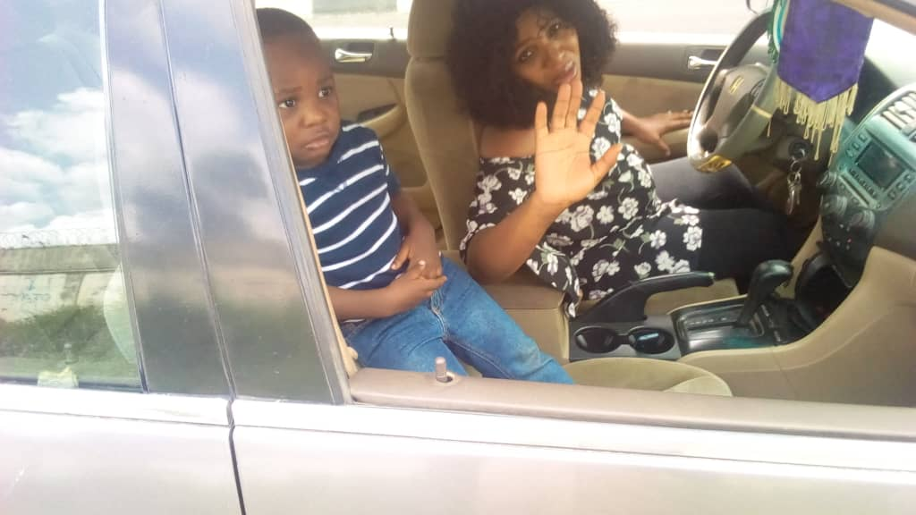 FRSC rescues pregnant woman in labour struggling to drive to hospital 4