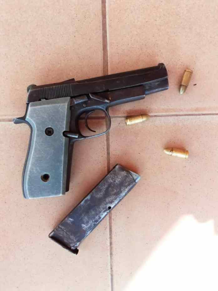 Police nab two suspects with bag containing Pistol, ammunition in Awka 1