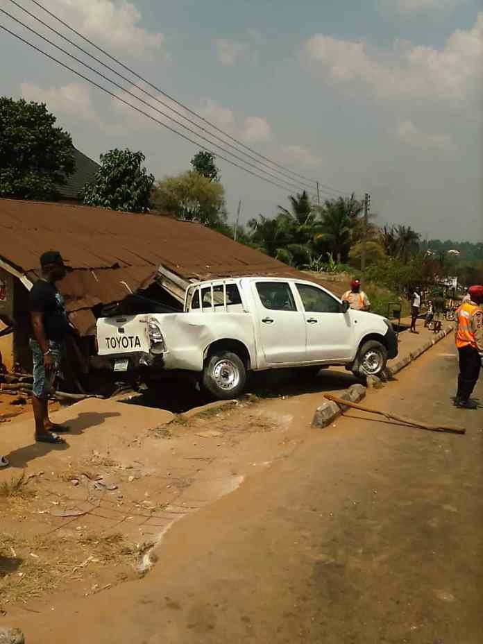 16 people escape death as commercial bus somersaults in Anambra 1