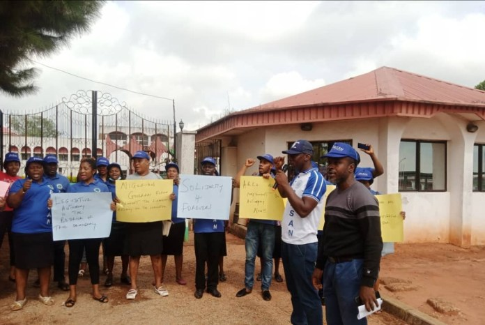 Parliamentary workers seal Anambra House of Assembly gate, demand financial autonomy 2