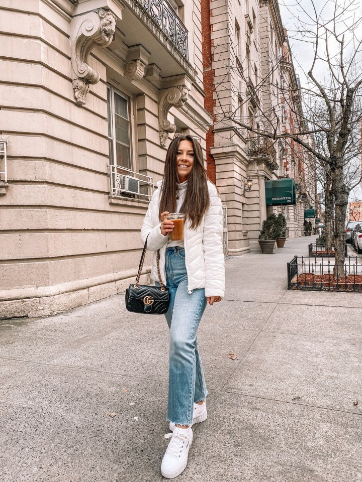 casual puffer jacket outfit