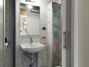 the-bathroom-is-cleaner-and-homier-than-any-bathroom-youll-find-in-a-hotel