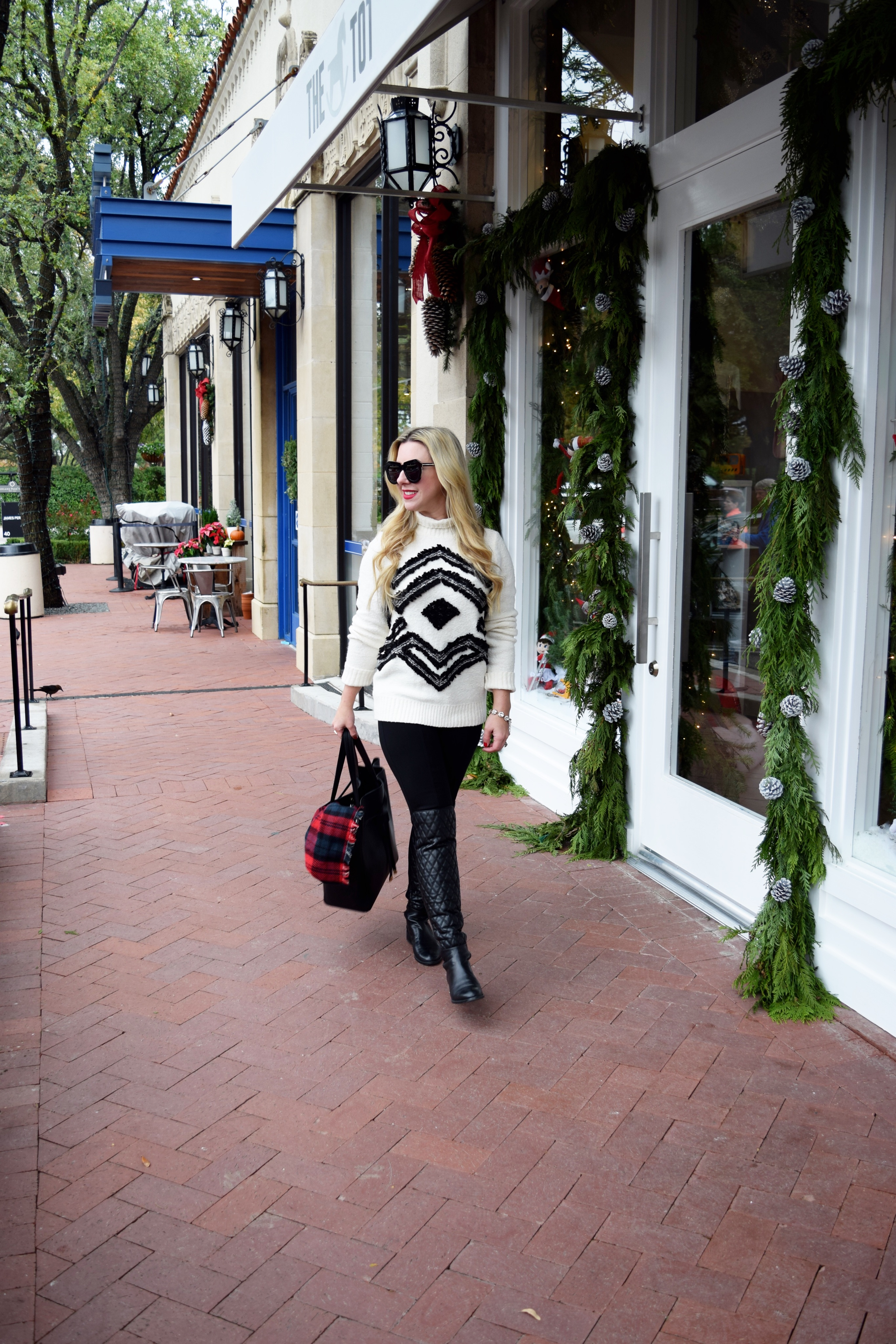 Holiday Sweater | The Darling Petite Diva