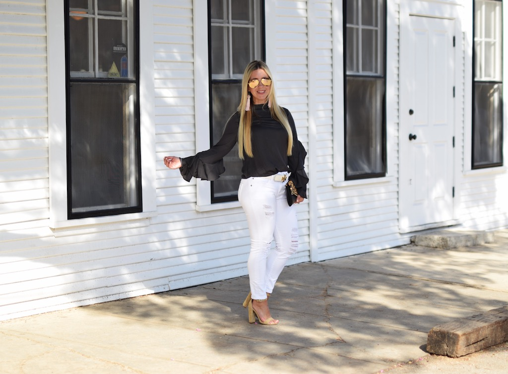 A Visit To Gruene Hall | The Darling Petite Diva | Lifestyle Blog