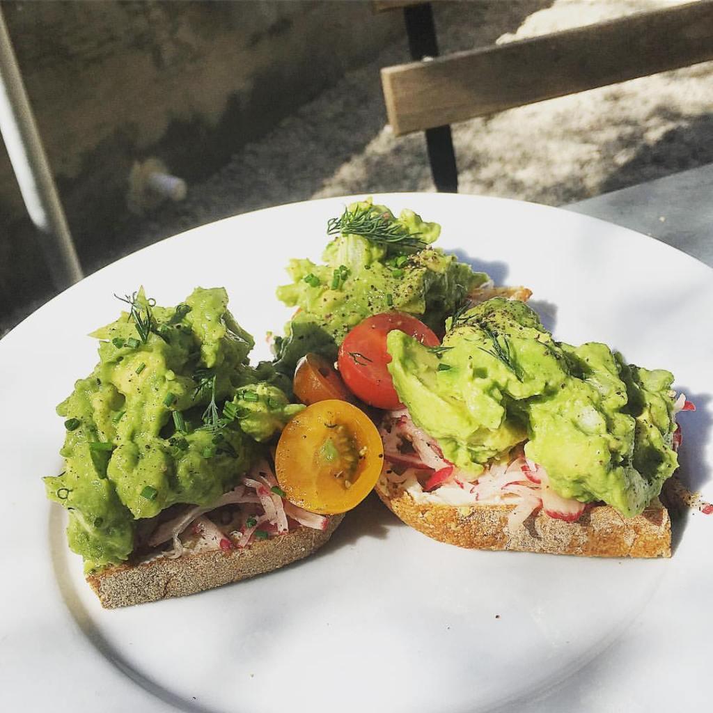 The best avocado toast in LA @thedashanddine