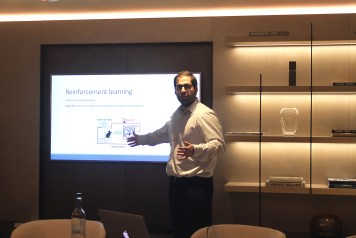 dr stylianos kampakis speaking at tesseract academy workshop