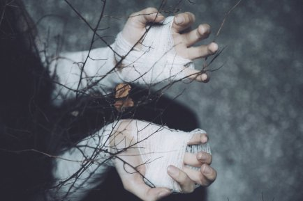 http://annao-photography.deviantart.com/art/Sweet-shelter-of-mine-I-m-freezing-without-508435231