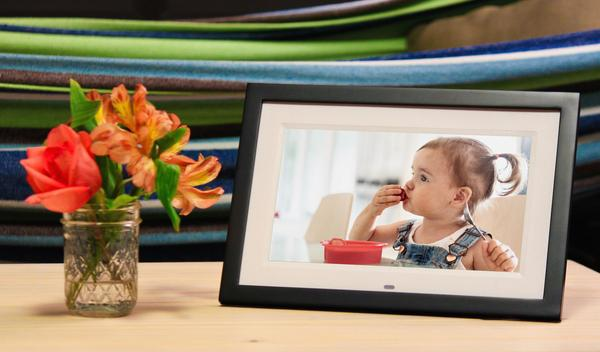 Skylight adds captioning to photos sent to digital frames