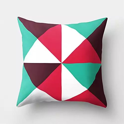 cuscino amazon con triangoli colorati in offerta