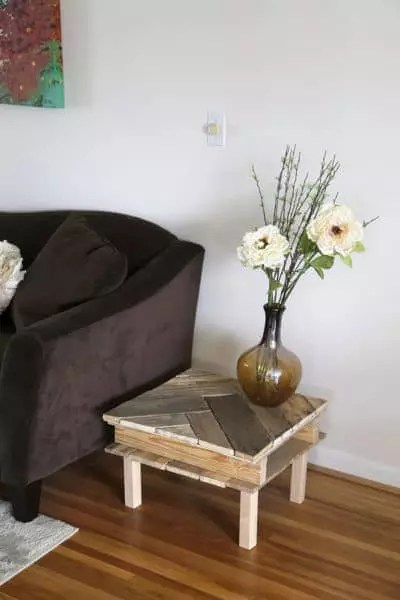 a small sofa table made with pallets