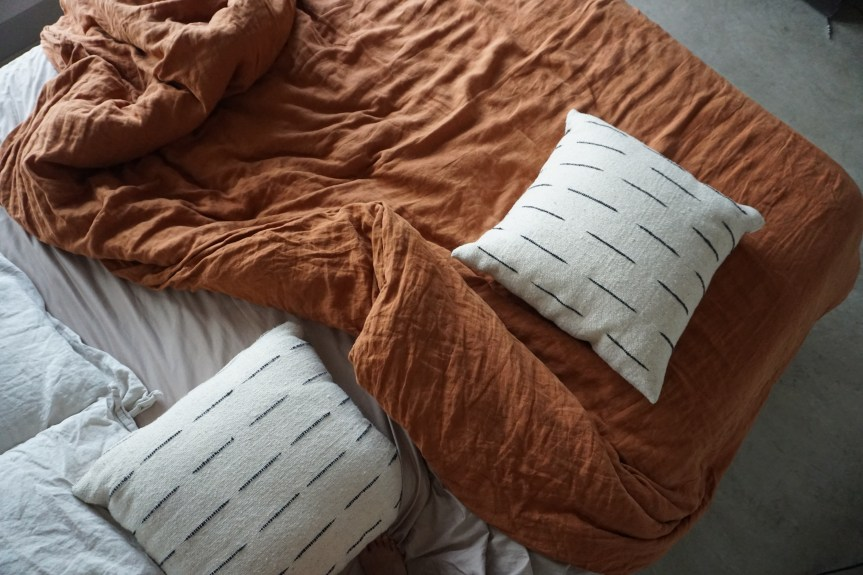 Minimalist Year Round Bedding with Parachute Home's Linen Sheets