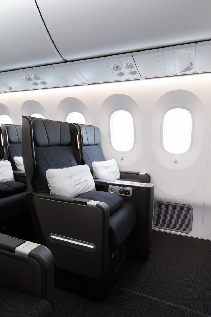 Qantas Shows Off New Boeing 787 9 Aircraft Thedesignair