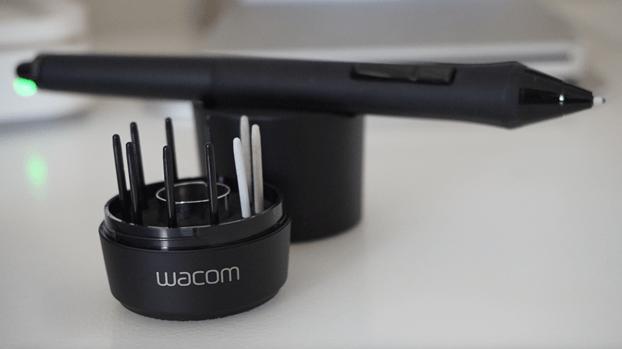 Wacom pen Cintiq with the set of nibs