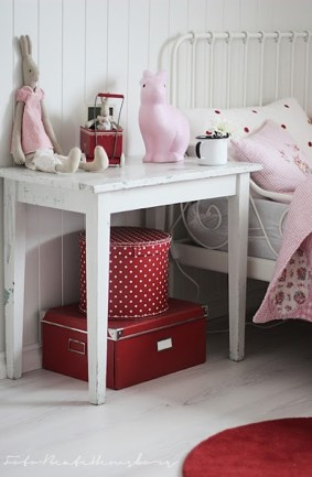 Pink, red and white colour combo - love the polkadots | via http://beatehemsborg.blogspot.com/2012_04_01_archive.html