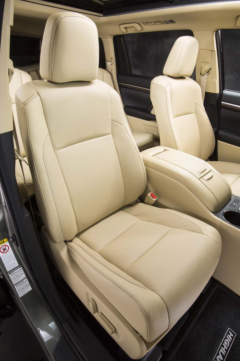Toyota Highlander Captains Chairs First Drive 2014 Toyota Highlander Thedetroitbureau