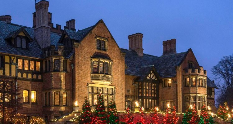Marveling At The Lives Of The Bygone Super Rich Christmas At Stan Hywet The Devil Strip