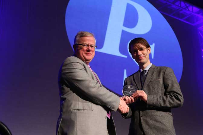 Frederick Verbruggen accepting award from Robert Logie, Chair of the Governing Board of the Psychonomic Society