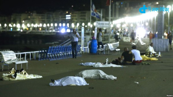 France attacked crowd with a truck kills 80