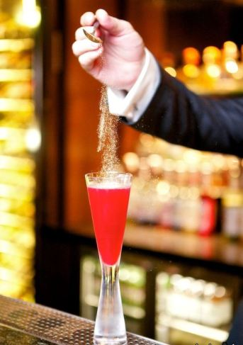 Pomegranate cocktails dusted with gold at the Ba Lounge (Image - Fairmont The Palm)