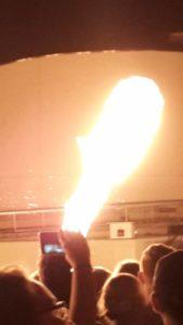 Feuershow in der Autostadt durch den Smartphone Screen Foto: L.Güntsche