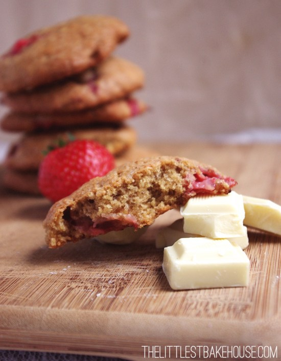 Strawberries & cream cookies | The Littlest Bakehouse