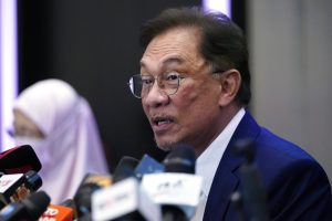 Malaysian Opposition Leader Anwar Plans New Government