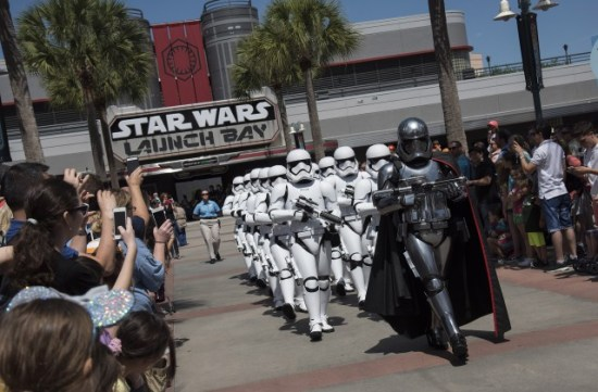 star wars stormtroopers march disney hollywood studios