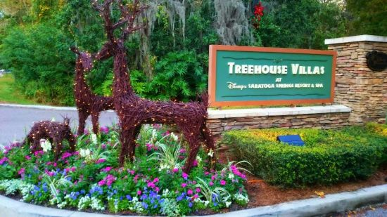 Treehouse Villas Christmas - Wordless Wednesday