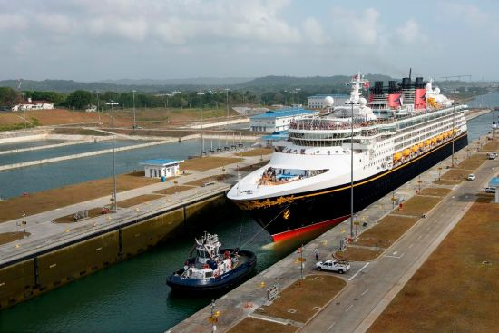Disney-Wonder-Transited-New-Panamal-Canal-Locks