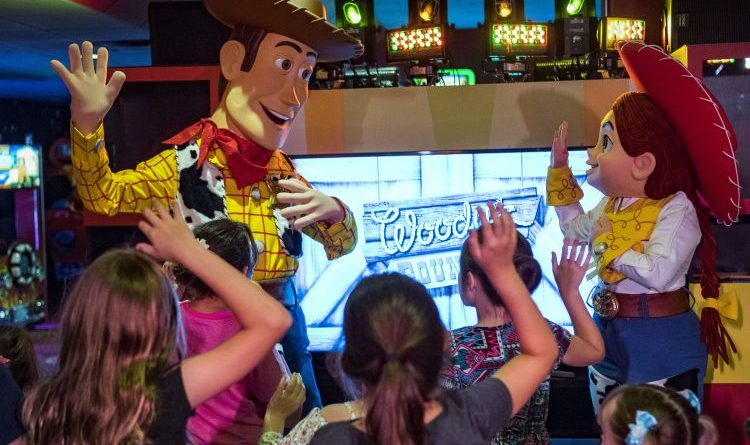 Woody Jessie Pixar Play Zone