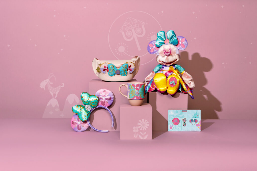 Minnie Mouse- Main Attraction Disney It's A Small World Collection