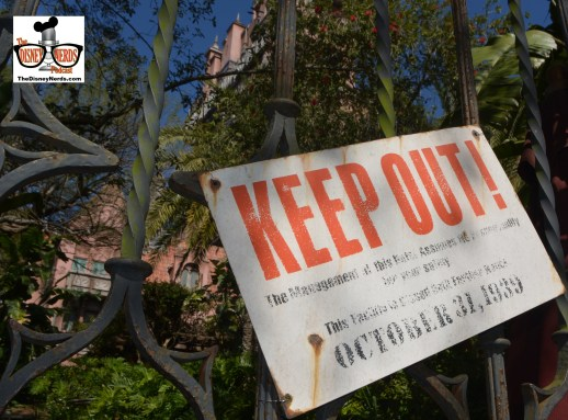 """The Tower of Terror was down... providing a cool photo opp of the """"Keep out"""" Sign that's behind the gates."""