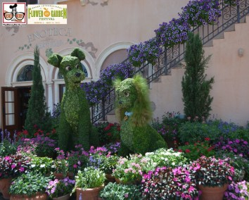 Lady and the Tramp Topiary once again in Italy. - Epcot International Flower and Garden Festival 2015