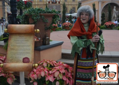 2015-12 - Epcot - Holidays Around the World in Italy La Befana tells us of Her Epiphany Eve story