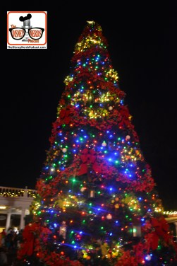 2015-12 - Epcot - Holidays Around the World Christmas Tree in American Adventure