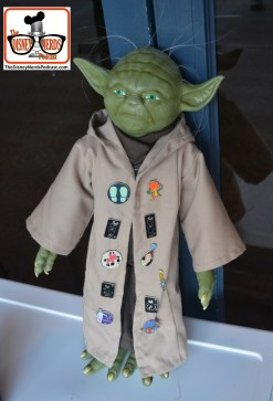 2015-12 - Hollywood Studios - Trade pins with Yoda you will