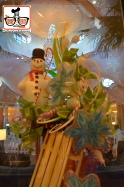 2015-12 - WDW Dolphin Resort - Sugar Sculpture in the lobby - That's 100% Sugar