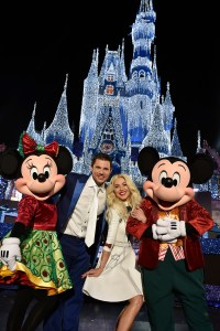 """Julianne Hough and Nick Lachey pose with Mickey Mouse and Minnie Mouse at Magic Kingdom Park in Lake Buena Vista, Fla., Sunday, Nov. 5, 2017, while hosting """"The Wonderful World of Disney: Magical Holiday Celebration,Ó an exciting two-hour ABC special from Walt Disney World Resort in Florida and Disneyland Resort in California. The show premieres Thursday, November 30, 9Ð11p.m. ET, on The ABC Television Network. (Mark Ashman, photographer)"""