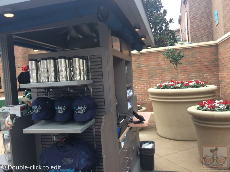 What would Grand Avenue be without something else new. There is now a pop-up store intended to delight shoppers seeking Galaxy Edge merchandise. Similar items still entice guests in Tatooine Traders as mentioned in last week's update. For night time enjoyment, new lighting can be seen on top of The Grand Loft Apartments. It's mission: to light the Galaxy Edge photo drop.