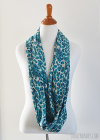 Make an Easy 15 Minute Infinity Scarf   The DIY Mommy