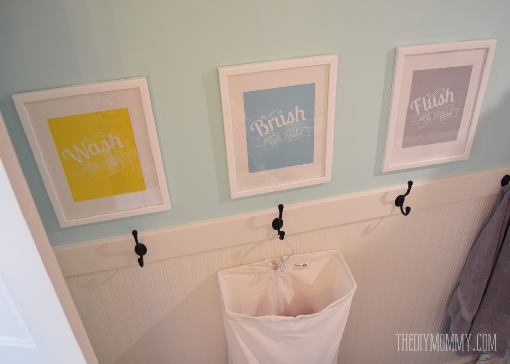 a diy beadboard hook wall in the kids' bathroom | the diy mommy