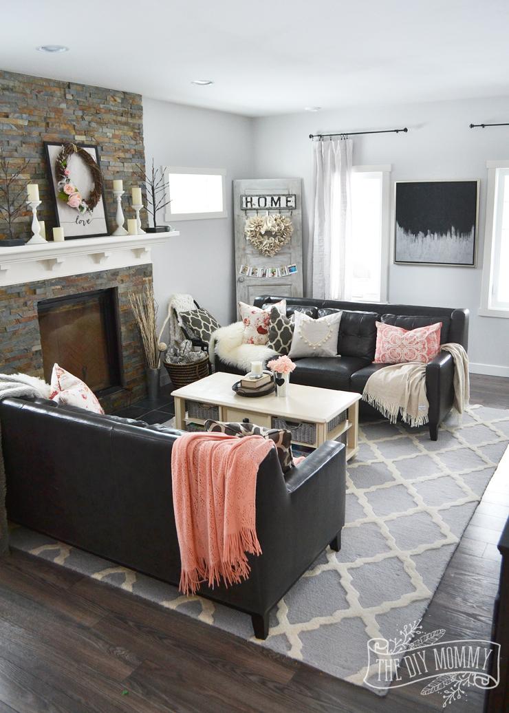 A Black Blush Pink Living Room Diy Pom Pom Heart Pillow The Diy Mommy