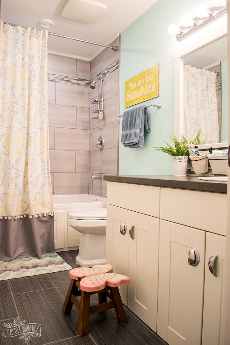 kids bathroom organization ideas + free printable bathroom art