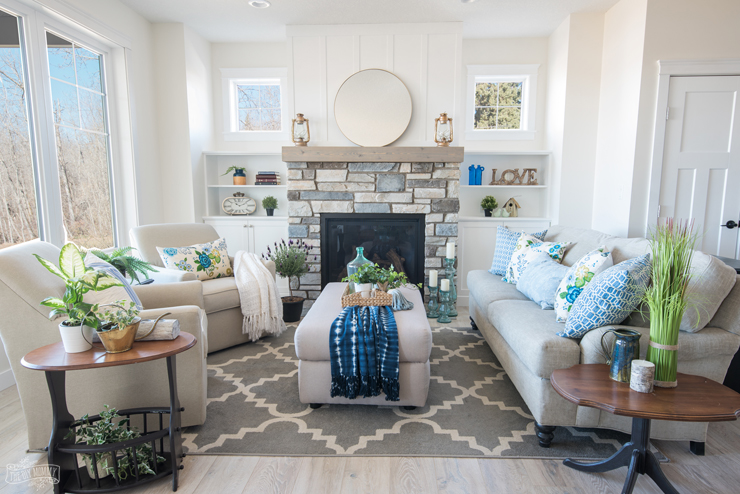 Traditional Coastal Cottage Living Room Reveal Mom S Lake House The Diy Mommy