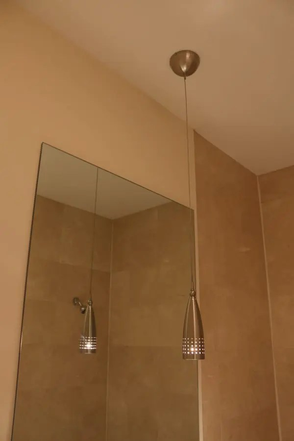 03-Augusta-guest-bathroom-before-pendant