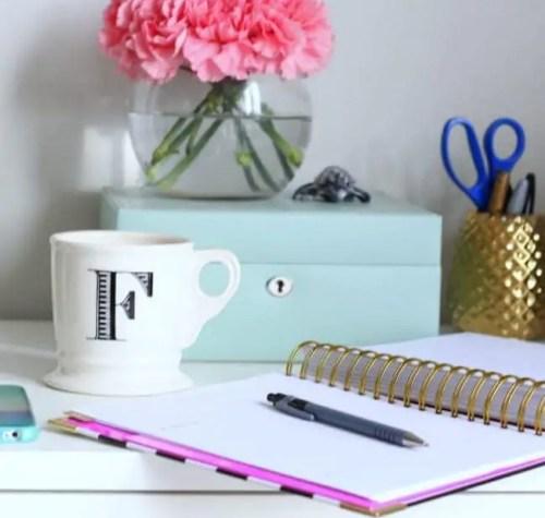 06-instagram-coffee-desk-office